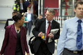 Hilary Benn departing by train for Cabinet meeting outside London - Duncan Phillips - 08-09-2008