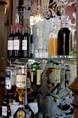 Wines and spirits in a traditional English pub, London - Duncan Phillips - 12-07-2005