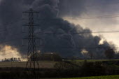 Plume of black smoke from the fire at Buncefield oil depot fire - Duncan Phillips - 13-12-2005