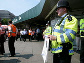 Police at Kings Cross station appealing for information about the terrorist attack,London. - Duncan Phillips - 2000s,2005,7/7,adult,adults,appeal,attack,attacking,bomb,bombing,bombings,bombs,clj crime law justice,cross,evidence,information,kings,MATURE,metropolitan police service,Officer,officers,Police,polici