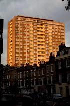 Block of flats in evening sunlight, London - Duncan Phillips - 23-05-2007