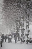Severe cold weather brings disruption as heavy snow falls in London. - Duncan Phillips - 18-12-2010