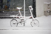 Severe cold weather brings disruption as heavy snow falls in London. - Duncan Phillips - ,2010,2010s,adult,adults,bicycle,bicycles,BICYCLING,Bicyclist,Bicyclists,bike,bikes,cities,city,CLIMATE,cold,COMMUTE,commuter,commuters,commuting,conditions,cycle,cycles,cycling,Cyclist,Cyclists,disru