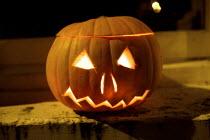 Pumpkin jack-o'-lantern, Halloween, London - Duncan Phillips - 2000s,2009,CHILD,CHILDHOOD,children,cities,city,halloween,juvenile,juveniles,kid,kids,Leisure,LFL,LIFE,london,night,PEOPLE,pumpkin,RECREATION,RECREATIONAL,street,treat,trick,urban,young,YOUNGER,YOUNGS