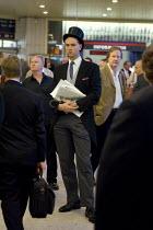 Ascot passengers at Kings cross Station - Duncan Phillips - &,2000s,2005,AFFLUENCE,AFFLUENT,Ascot,Bourgeoisie,cities,city,class,elite,elitism,EQUALITY,hat,hats,high,high income,income,INCOMES,INEQUALITY,journey,journeys,Leisure,LFL,LIFE,lifestyle,passenger,pas