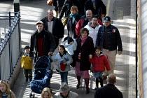 Passengers Waterloo Station London. - Duncan Phillips - 2000s,2004,adult,adults,Arrival,Arrivals,arrive,arrived,arrives,arriving,cities,city,COMMUTE,commuter,commuters,COMMUTING,crowd,Customer,Customers,destination,Disembark,Disembarking,EBF Economy,journe