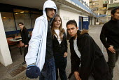 Sixth form students.London - Duncan Phillips - 18-06-2004