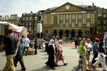 Multicultural Street Scene, Whitechapel market London. - Duncan Phillips - 2000s,2004,asian,BAME,BAMEs,black,BME,bmes,bought,burka,burkas,burqa,burqas,buy,buyer,buyers,buying,cities,city,commodities,commodity,consumer,consumers,Council Services,Council Services,cultural,cust