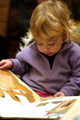 reading books at a Public library, London. - Duncan Phillips - 19-01-2004
