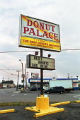 Donut Palace fast food outlet, Detroit, USA. - Duncan Phillips - 22-08-2003