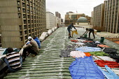 Johannesburg, South Africa The Methodist church of South Africa in downtown Johannesburg, offers shelter every night for approximately 900 refugees manly from Zimbabwe. Washing clothes on the roof. - Felipe Trueba - 08-11-2007