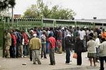 Marabastad Centre, Pretoria, South Africn Imigrants queue outside Marabastad Home Affairs Department in order to pick up the asylum papers. - Felipe Trueba - 01-11-2007