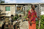 Harare - Zimbabwe. People who were forced to move by the Zimbabwean government during operation Murambatsvina in 2005 returned to Harare. They squatted a piece of land in the outskirts of the high den... - Felipe Trueba - 19-11-2007