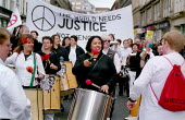 In a rally organised by CND Scotland 3.000 people protest in Glasgows George Square against the war and continued bombing of Afghanistan. - Gerry McCann - 13-10-2001