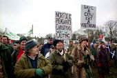 15,000 people march through Edinburgh in support of the Scottish Countryside Alliance. Protest against the banning of bloodsports like fox hunting and hunting with dogs - Gerry McCann - 16-12-2001