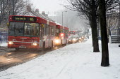 Traffic in the snow on Homerton Hill, Hackney, London - Geoff Crawford - 08-02-2007