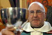 Reverend Dave Tomlinson presides over holy communion at St Luke's Church Holloway, London. - Geoff Crawford - 16-02-2003