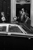 Margaret Thatcher leaving 10 Downing Street after her resignation. London - Geoff Crawford - 22-11-1990