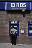 Members of the public use cash machines or ATMs owned by the Royal Bank of Scotland, Glasgow city centre - Gerry McCann - 07-06-2006