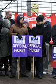 Picket line during 24-hour strike by members of the NUJ at the offices of the Daily Record/ Sunday Mail in Glasgow. - Gerry McCann - 04-04-2009