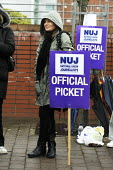 Picket line during 24-hour strike by members of the NUJ at the offices of the Daily Record and Sunday Mail in Glasgow. - Gerry McCann - 04-04-2009