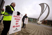 Picket line at Fujitsu in Manchester at the start of a week of industrial action following breakdown of ACAS talks. - Paul Herrmann - 29-01-2007