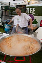 A chef cooks a giant paella at Feast festival, Manchester. - Paul Herrmann - 10-06-2009