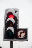 Traffic lights showing red for stop and covered in snow Manchester, UK - Paul Herrmann - 05-01-2010