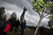 A ceremony unveiling a statue of a construction worker in Liverpool, in memory of people killed at work. Worker's Memorial Day 2002. - Paul Herrmann - 28-04-2002