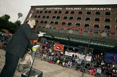 Amicus Gen Sec Derek Simpson addresses members at a march and rally in Manchester in a campaign to revive manufacturing jobs in the UK - Paul Herrmann - 05-06-2004
