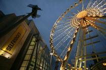 Big wheel in Manchester, UK, the world's largest transportable observation wheel, opposite Selfridges department store - Paul Herrmann - 18-12-2004