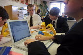 Pupils using microscopes and iBook laptop computers in science lesson at Crompton House school, Shaw, near Oldham, UK - Paul Herrmann - 09-11-2001