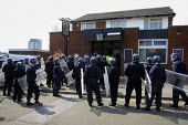 Riot police raid a pub where right wing extremists were suspected of gathering for a demonstration which had been banned by the Home Secretary in Oldham, Lancashire. - Paul Herrmann - 05-05-2001
