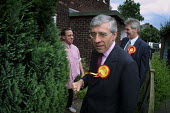 Home Secretary Jack Straw MP electioneering on a housing estate in Bury, Greater Manchester, with the local candidate David Chaytor - Paul Herrmann - 2000s,2001,7,campaign,campaigning,CAMPAIGNS,candidate,CANDIDATES,communicating,communication,conversation,DEMOCRACY,dialogue,election,elections,fist,General Election,Home,housing,intimidate,intimidati