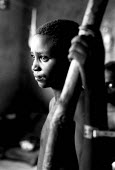 Rwandan refugee child in care of MSF having survived a massacre by rebels in Zaire-Congo. 1997 - Howard Davies - 05-08-1997