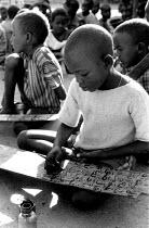 Somali children at Koran school in Bardere, southern Somalia. 1993 - Howard Davies - 03-05-1993