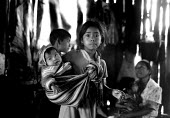 Guatemalan Maya refugee family early in the morning, El Porvenir refugee camp, Campeche, Mexico 1990 - Howard Davies - 03-05-1990