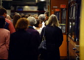 A crowd of people board a train in Manchester at rush hour [...] - Paul Herrmann - 1990s,1999,adult,adults,alienated,alienating,anonymous,commute,commuter,commuters,commuting,daily,door,EBF economy,evening,from work,grind,job,jobs,journey,journey to,JOURNEYS,lab lbr work,lfl,LIFE,li