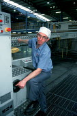 Worker operating a highly automated production line at a cardboard manufacturing and printworks. - John Harris - 23-03-2000
