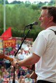 Billy Bragg at the Tolpuddle Martyrs Festival Dorset. - John Harris - 2000s,2002,ace culture entertainment,Festival,FESTIVALS,Martyr's,member,member members,members,MUSIC,musician,MUSICIANS,PEOPLE,player,players,SWTUC,Tolpuddle,Trade Union,Trade Union,trade unions,Trade