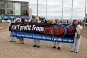 Prospect members leafletting and lobbying Labour Party Conference 2003 against the privatisation of the Forensic Science Service. - John Harris - 30-09-2003
