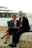 Webloging Judy McKnight and Rob Thomas NAPO uploading from her laptop on the beech at Brighton. TUC Congress 2003 - John Harris - 10-09-2003