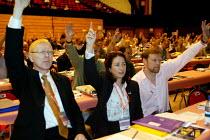 FDA delegation voting at TUC Congress 2003 - John Harris - 10-09-2003
