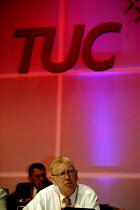 Jonathan Baume FDA speaking at TUC Congress 2003 - John Harris - 10-09-2003