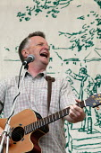 Billy Bragg, TUC Tolpuddle Martyr's Festival 2004 - John Harris - 2000s,2004,ACE,arts,culture,Festival,FESTIVALS,melody,member,member members,members,music,MUSICAL,musician,musicians,PEOPLE,player,players,SWTUC,trade,trade union,trade union,trade unions,Trades Union