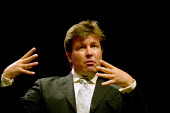 Sign language interpreter signing, TUC 2004 - John Harris - 16-09-2004