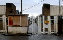 Gate at the closed Longbridge MG Rover factory, the last UK owned mass market car producer, Birmingham - John Harris - Longbridge,2000s,2006,AUTO,auto industry,AUTOMOBILE,AUTOMOBILES,AUTOMOTIVE,automotive industry,Birmingham,capitalism,capitalist,car,car industry,carindustry,CARS,closed,closing,closure,closures,deindu