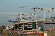 Cranes and jet aircraft landing, construction of Terminal 5 Heathrow airport, London. - John Harris - 29-01-2006