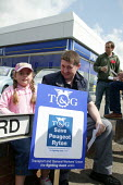Peugeot workers protesting at the closure of the Ryton plant at a car dealers in Coventry. - John Harris - 2000s,2006,activist,activists,amicus,CAMPAIGN,campaigner,campaigners,CAMPAIGNING,CAMPAIGNS,CLOSED,closing,closure,closures,DEMONSTRATING,DEMONSTRATION,DEMONSTRATIONS,member,member members,members,peop