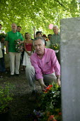 Peter Hain MP, Wreath laying at the grave of Martyr James Hammett in St Johns Church. The MARTYRS of TOLPUDDLE Festival, Dorset - John Harris - 17-07-2006